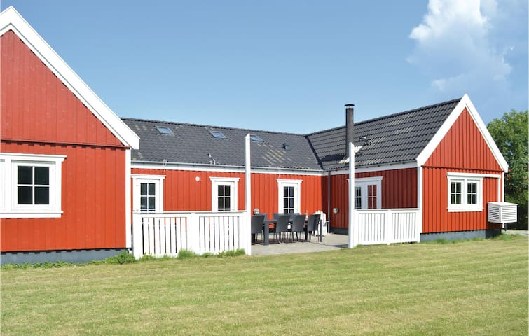 Holiday cottage with 5 bedrooms on 168m² in Vejby