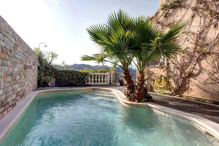 Beautiful villa with swimming pool