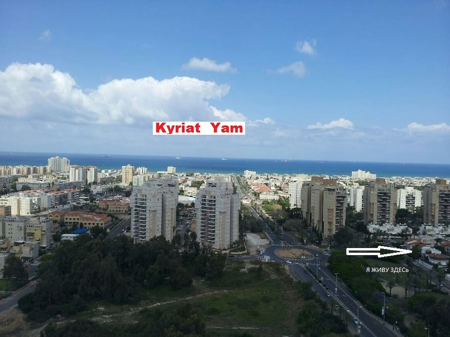 This is an aerial view of Kiryat Yam with an arrow pointing towards the villa.