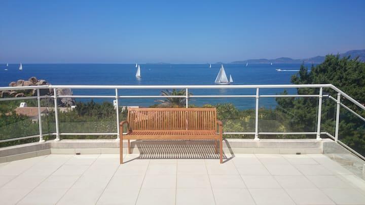 Luxueuse villa, accès privé à la mer, vue unique.