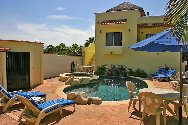 4BR Infront of Surf w/Pool&Jacuzzi!