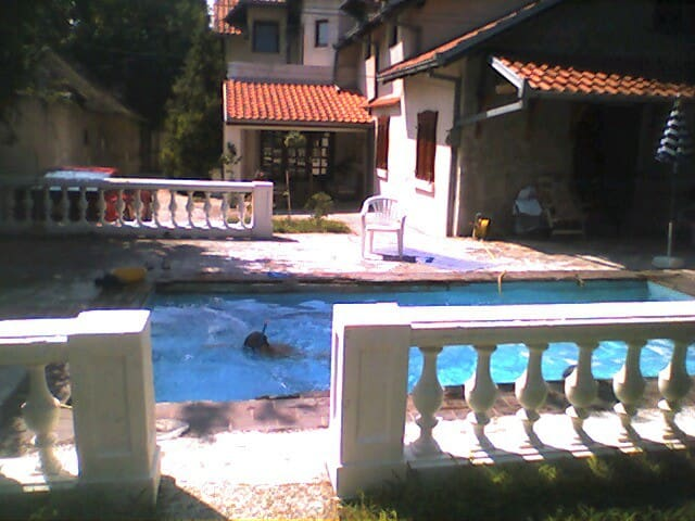 House with pool and large garden - Beograd