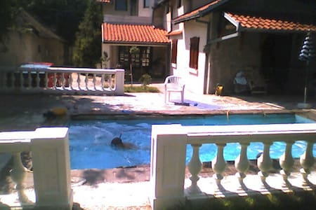 House with pool and large garden - Beograd - Дом
