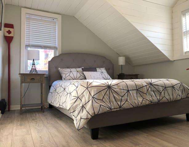 Second bedroom - queen bed.