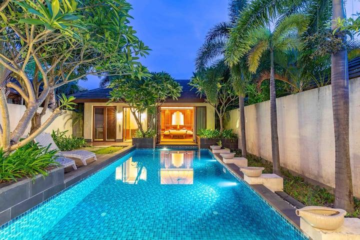 亚龙湾东南亚翠微雨林泳池别墅