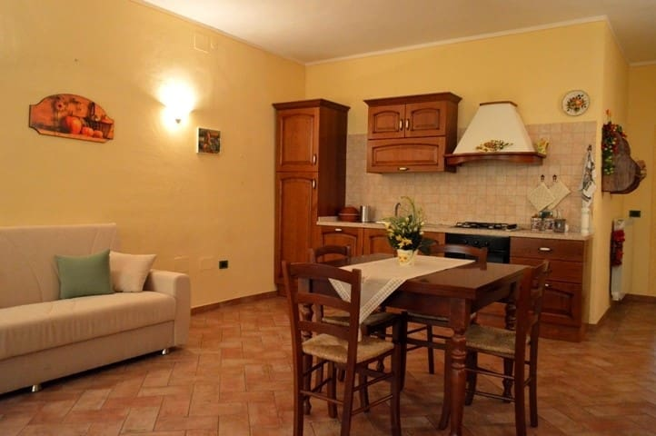 """Appartamento """"il Glicine"""" - Chianni - Daire"""
