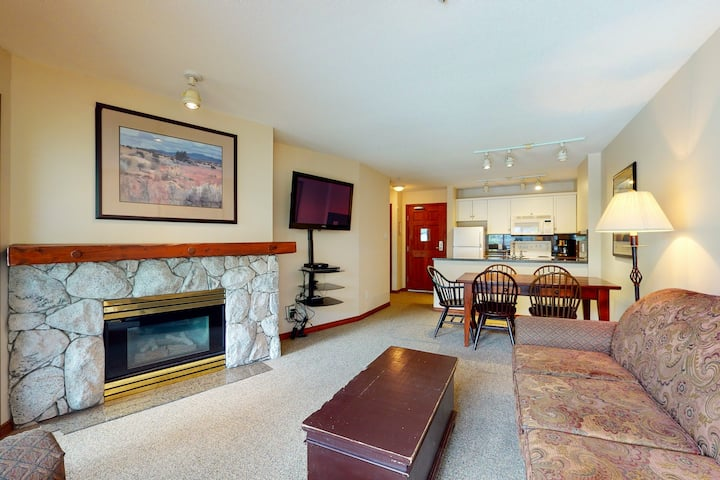 Ski-in/ski-out, 4th-floor condo w/ fireplace, balcony, heated pool & hot tubs!