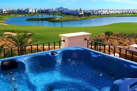 Luxury Lakeside Townhouse & Hot Tub - Torre-Pacheco