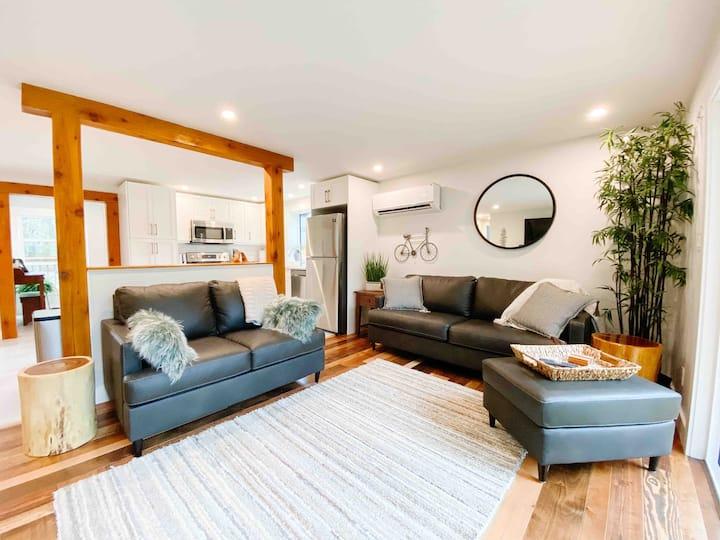 Qualicum Riverfront Cottage