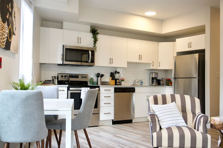 Stunning Modern Condo, Heart of WPG, MTS Centre