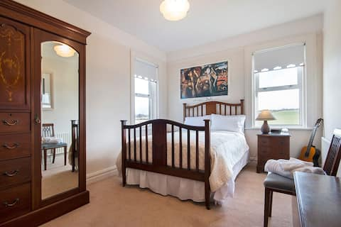 Fantastic Rooms in Country House, Croom