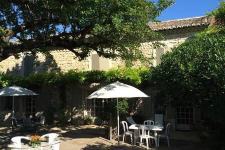 Petite maison dans mas authentique - Plan-d'Orgon