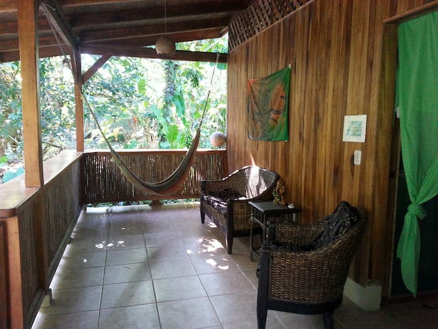 OneLove,2 bedroom  riverfront House Close to Beach - Cocles - Casa