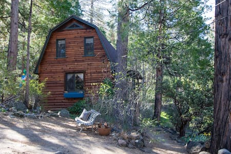 Unique Log Cabin for Two in Idyllwild, CA - Idyllwild-Pine Cove
