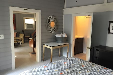Private guesthouse with pool - Pensacola