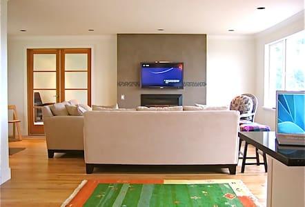 The Best Location> 3 bdrm + 1 Bdrm suites > Modern - Lopez Island - House
