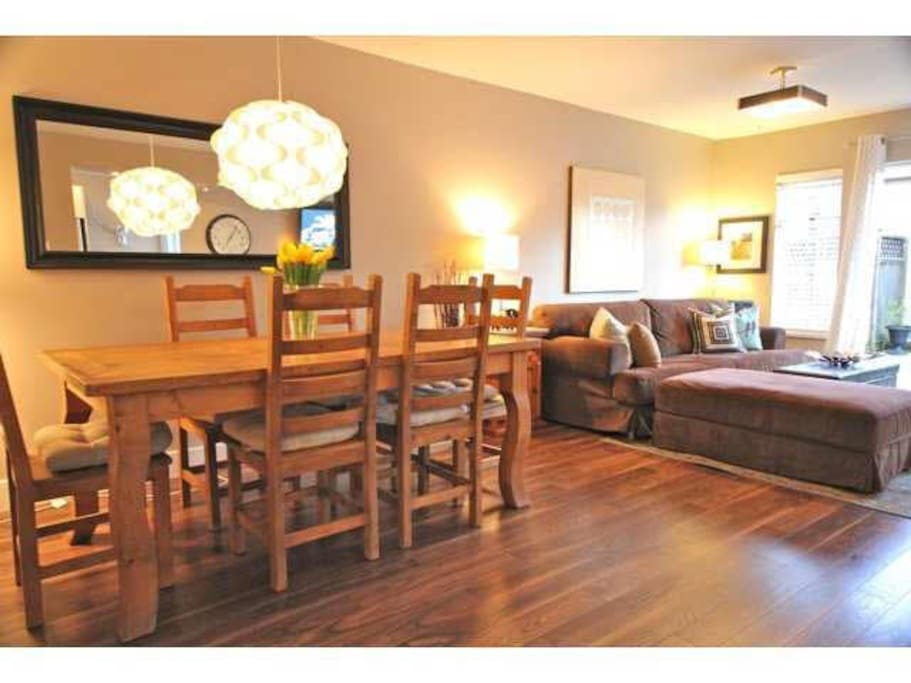 Great, spacious, open concept dining room/living room. Please note that the furniture has been updated! :)