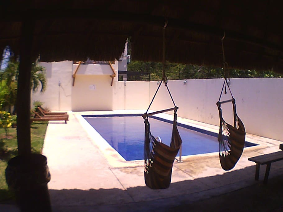 Piscina con acceso controlado / Pool with controlled access.