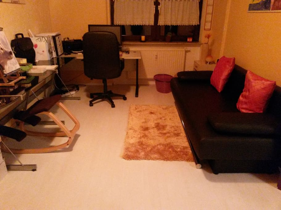 Gästezimmer mit Ausziehbarer Couch / guest room with extendible couch