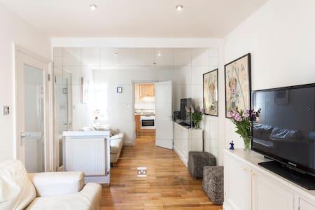Entire Flat on Portobello Road - London - Apartment