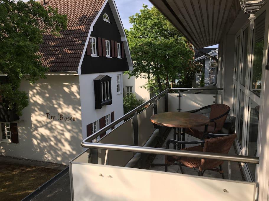 Auf dem Balkon haben Sie den ganzen Nachmittag schönsten Sonnenschein