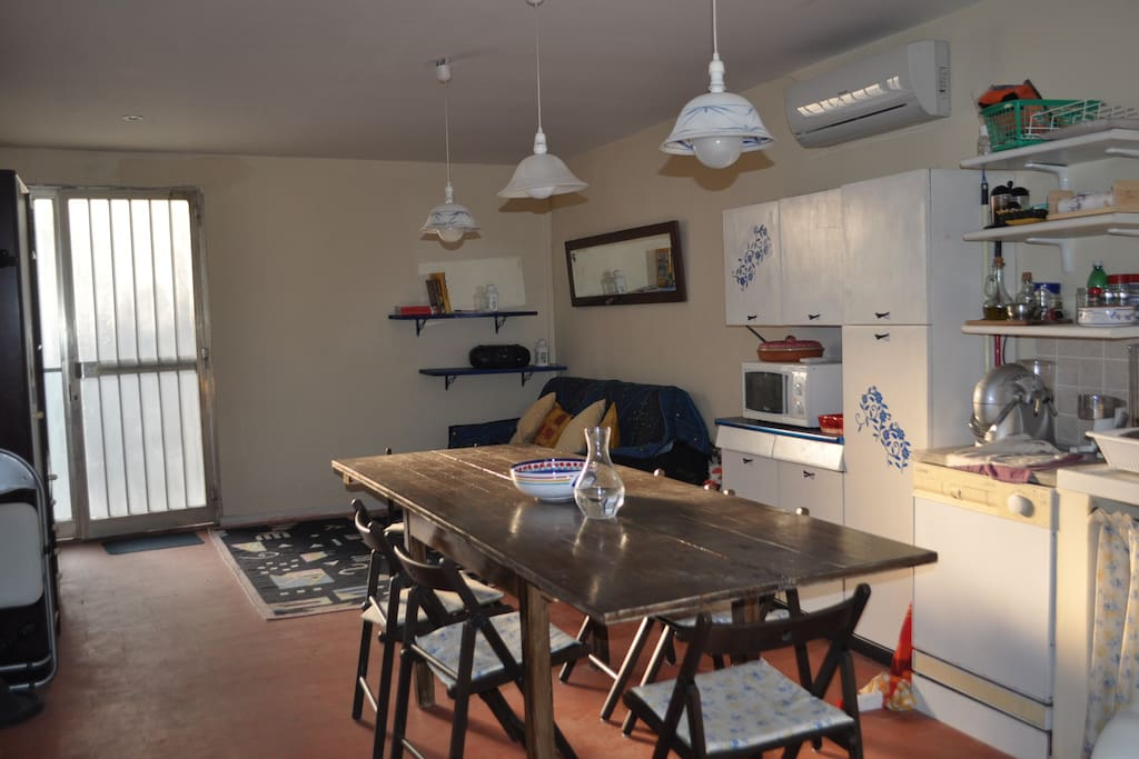 Fully Equipped Garage : Fully equipped studio with garage chambres d hôtes à