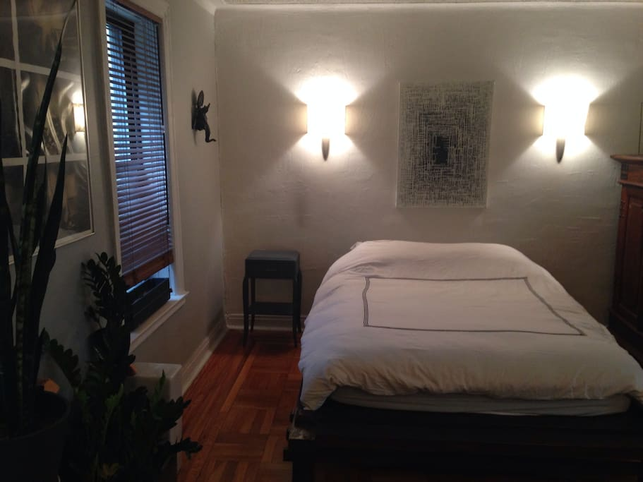 Spacious master bedroom with walk in closet and Air Conditioning. Queen size teak platform bed. Easily sleeps 2 adults. Barcelona Ottoman. Standing mirror.