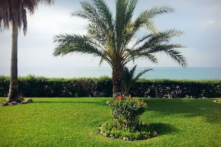 Casa Vacacional 1ºLínea de playa - Torre de Benagalbón - Talo