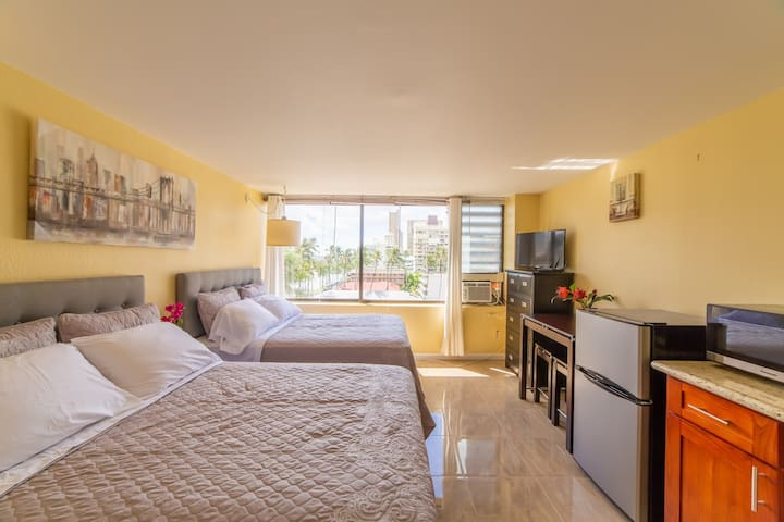 707 Renovated Private 2 Beds Waikiki Beach Condo