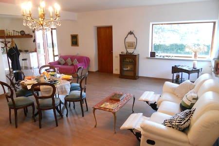 Accogliente casa immersa nel verde - Tre Pontoni - Apartamento