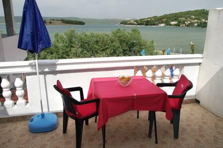 Marinero/restaurant/apartment/ - Mrljane - Apartemen