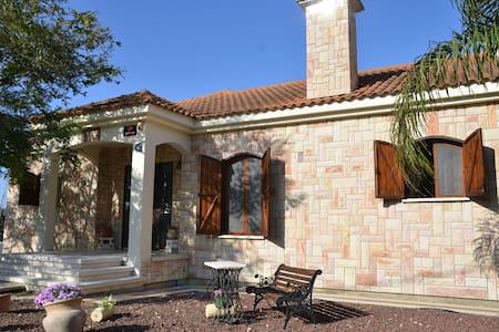 Beit Michel - Maison Provençale - Binyamina-Giv'at Ada - Talo