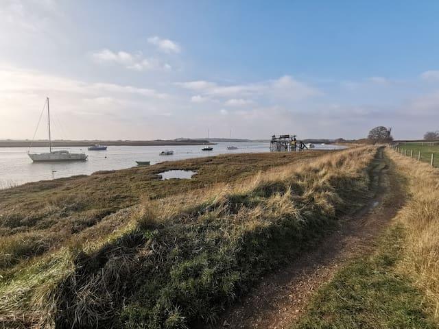 Coastal path to Wivenhoe
