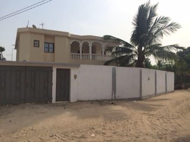 Villa d'adjidogomé - adidogomé - Vila