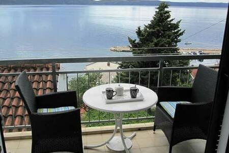 Cute apartment with balcony and sea view - Živogošće