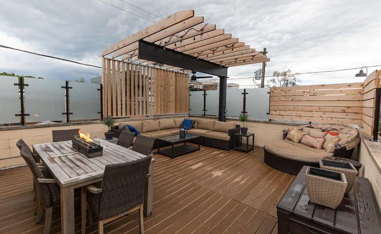 ♥ 3BR/2.5 BA House + Roof Deck in Wicker Park  ♥
