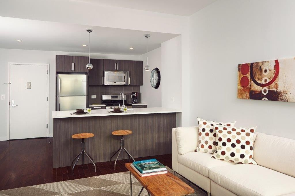 Beautiful astoria apt next to mtan flats for rent in for Aki kitchen cabinets astoria ny