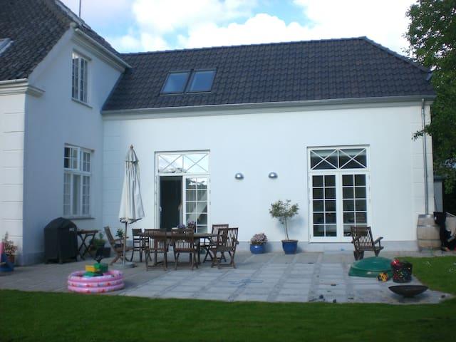 Villa near lake,forrest& Copenhagen - Holte - House