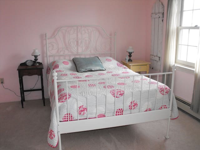 Lovely Room In Seaside Neighborhood - Falmouth - House