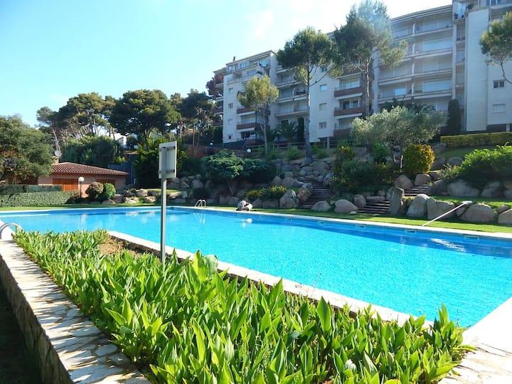 Cuidado Apartamento con jardín y piscina