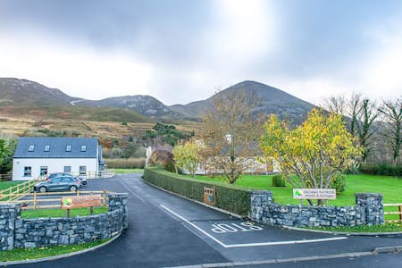 A Private Room - up to 4 people - Westport