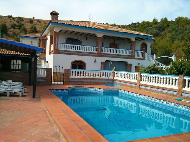 Big villa with pool, BBQ and garden - Málaga - Hus