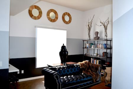 Room type: Entire home/apt Property type: Apartment Accommodates: 10 Bedrooms: 2 Bathrooms: 2