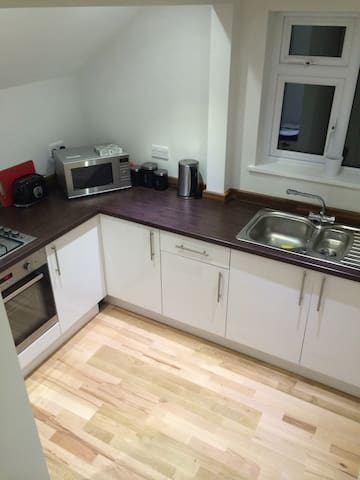 Spacious flat with access to garden - Oxted - Wohnung