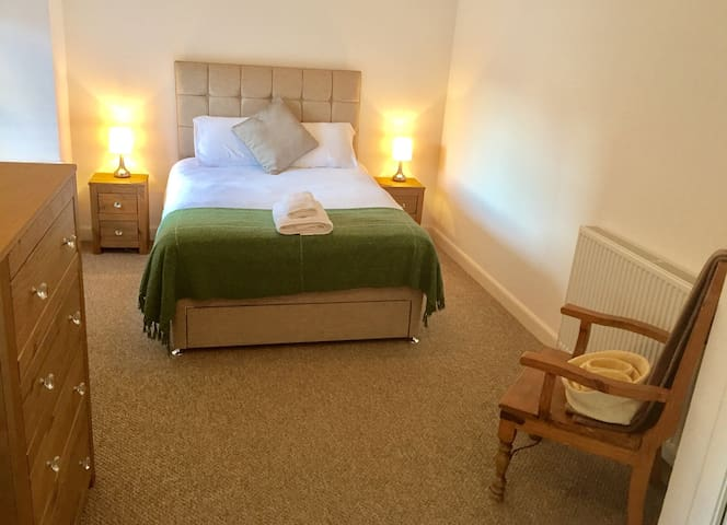 Double bedroom w/ private bathroom - Dundee - Casa