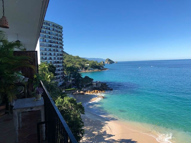 Beach Front Condo with Spectacular Ocean View