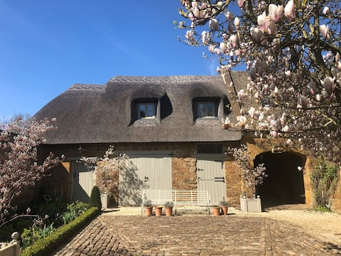 Charming, thatched guest house in the Cotswolds