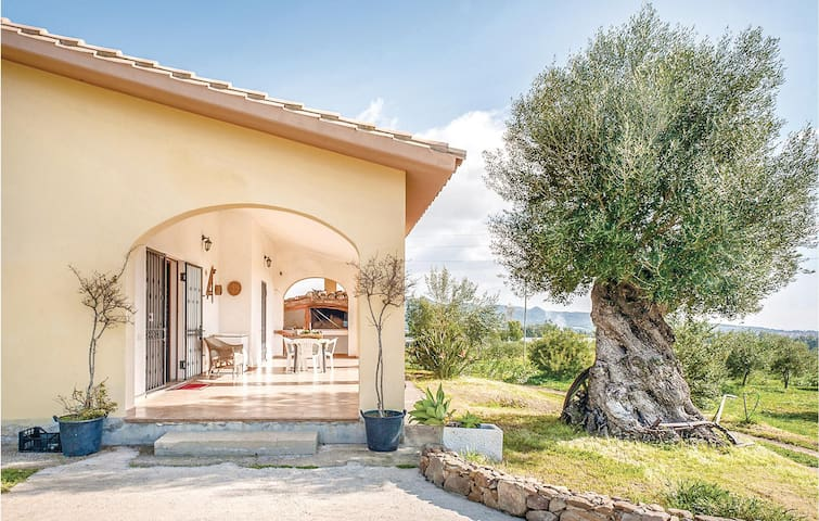 Holiday cottage with 3 bedrooms on 100m² in Villa San Pietro