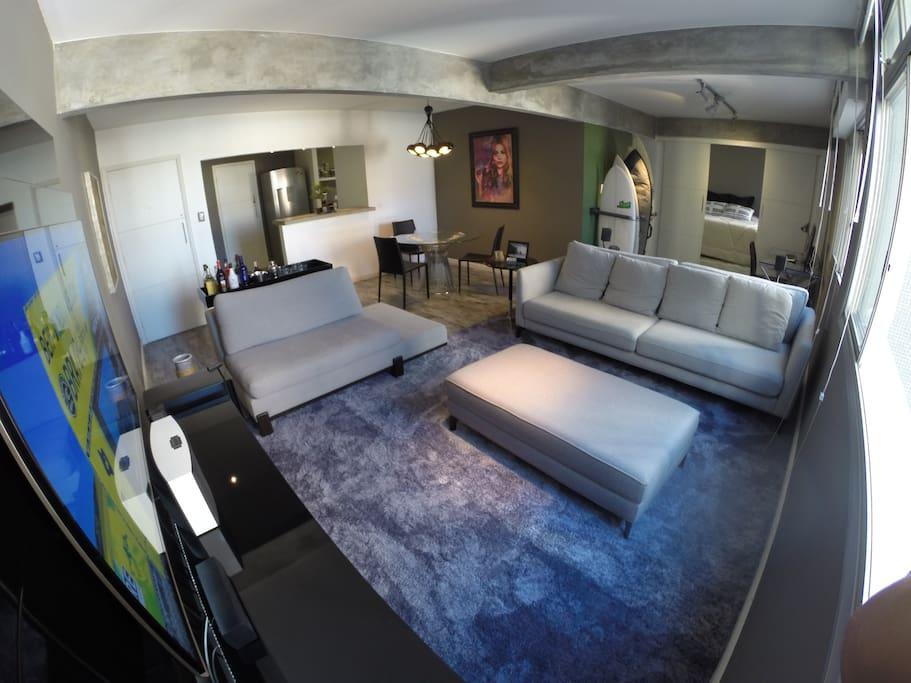 Sala de TV com Home-Teather, SKY e  NETFLIX