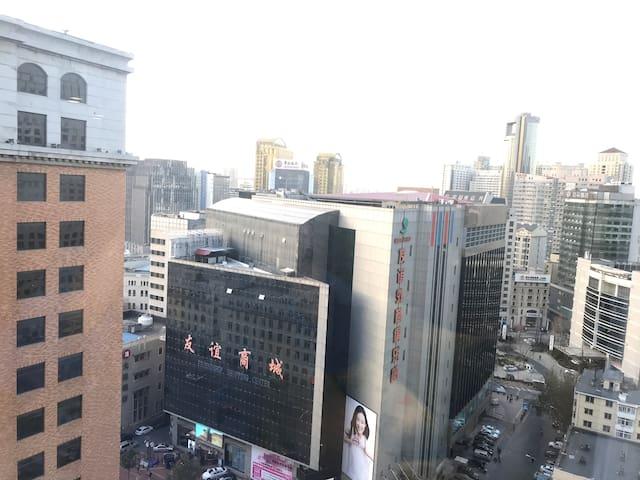 窗外空间对面友谊商城